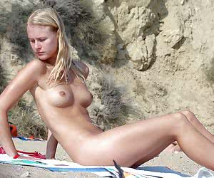 A nude babe at the Nugal
