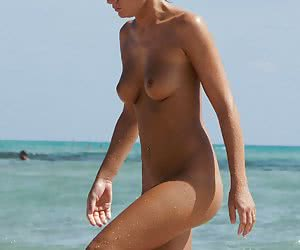 A nude lady at the Nugal
