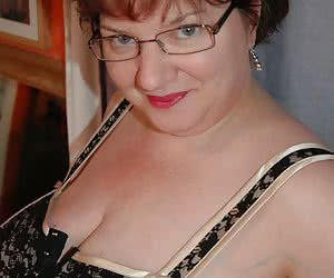 Watch me pose and striptease for you wearing my new gold corset. Slowly I strip to reveal my huge pendulous 54 inch brea