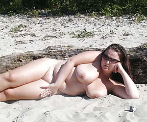 Young fatties completely nude outdoors