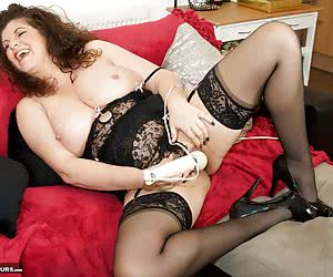 Im feeling Hot  Horny and its Time to play, Im wearing my sexy Black lingerie with stockings and suspenders but no Knick