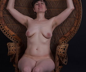 Even such a Wicker Chair is suitable for posing in the Studio.Just completely naked.And I feel comfortable with it as yo