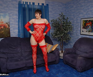 In a small studio I try in different posings.Everything in my red lingerie and with my sexy high heels.Well, the photogr