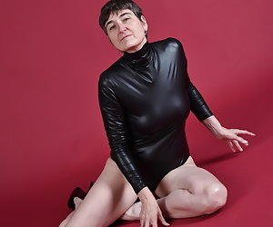 Yes posing in a Wet look body.But after the strip, I should show what it's all about.A wish was once to see my hairy ars