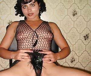 Italian sexy lady lingerie at home pics