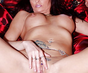 Natascha, nude russian milf housewife is showing her sexy body and enjoys spreading her cunt lips for you.