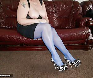 A fan sent me these amazing blue stockings and he asked me to do some pics, so here they are and I hope they make you ho