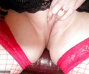 Showing off my beautiful bald pussy and really enjoying myself, just for you guyz. Hugz Val xx