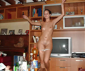 Russian amateur milf have a little fun at home